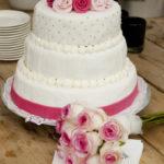 Roze witte bruidstaart - Bakkerij Bosgoed