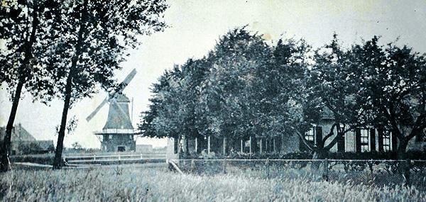 De molen met het pand van familie Franken op de voorgrond